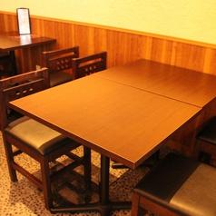 【2人掛けテーブル席×4卓】くっつけて頂いて大人数でのご利用も可能です^^ご相談ください♪