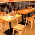 4名テーブル×4席!会社帰りの飲み会や女子会にご利用いただけます。テーブル席なので移動が楽々♪