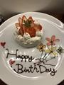 料理メニュー写真誕生日、記念日に10センチのホールケーキ