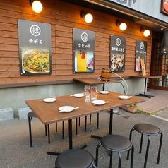 夏から秋にかけては屋外にテーブル席をご用意しております!