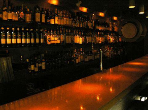 Bar R(バーアール)はJR立川駅南口近くにある大人の隠れ処です。