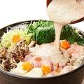 """料理メニュー写真【自然薯とろろ】北海道産""""桜姫鶏""""使用 とり塩鶏油(チー油)鍋"""