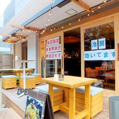 夏の季節にピッタリ◎藤沢では珍しい、広々としたお洒落なテラス席をご用意。温かみのあるウッドで出来たお席で気の合う仲間、ご家族と、至福の時間をお楽しみください!
