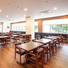 座り心地の良いテーブル席は、レイアウト変更が可能の為、2名様よりご着席いただけます。