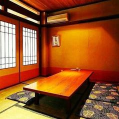 4名様までご利用いただける掘りごたつの半個室もご用意しております。ゆったり御くつろぎいただける空間となっております。