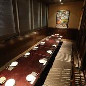 ★最大23名様まで団体宴会★テーブル完全個室です。一列並びなので、全員のお顔をそれぞれが見渡すことができます。 壁で仕切られている完全個室なのでお客様の宴会を大事にいたします。賑やかなご歓談も安心です。コースは3900円~、芋蔵金山店の料理長が腕を振るってご用意します。