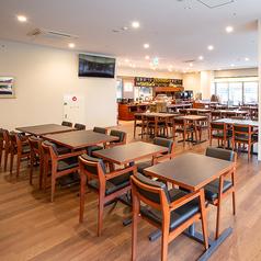 テーブルが広々としているため、たくさん持ってきてもスペースに余裕をもってお食事をお召し上がりいただけます!