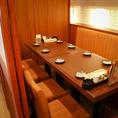 こちらは8名様までの完全個室★片側ソファ席でまったりできます♪