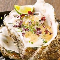 料理メニュー写真天然岩カキ、グラニースミスとシードルビネガー