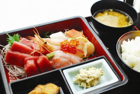 市場直送のマグロなど、新鮮な魚を使用した握りや・定食が自慢!!ネタに自信あり☆