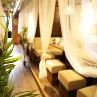リゾート感あふれる雰囲気◎半個室席完備!!