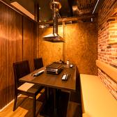 新橋駅近く!鮮度抜群の海鮮とお肉メニューが楽しめる当店は少人数~ご利用可能な個室席を完備しております◎落ち着いた雰囲気のおしゃれな空間でご宴会をお愉しみください。