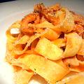 料理メニュー写真トリッパのトマトソース フィレンツェ風(パッパルデッレ)