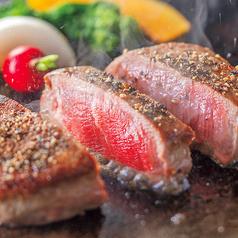 料理メニュー写真<一日限定3食のプレミアムステーキ>三種のソースで食す伊万里牛のステーキ