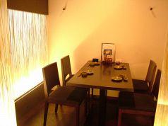 4名用のテーブル半個室席