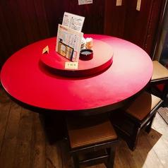 8名まで座れる回転テーブルが1席ございます。