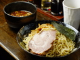 スープは動物系と魚介系の2種類の油を使用したオリジナルスープです