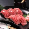 料理メニュー写真黒毛和牛炙り寿司盛合せ