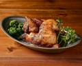 料理メニュー写真ハーブ若鶏のロティサリーチキン【1/2羽】