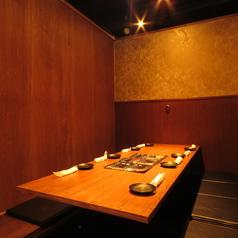 岡山駅すぐの居酒屋で、誕生日会や女子会など各種ご宴会にオススメです。和を基調とした間接照明と、木のぬくもりを感じる落ちついた雰囲気は、当店自慢の和食料理にピッタリ。食べ飲み放題コースを多数ご用意しておリます。どうぞお楽しみください。