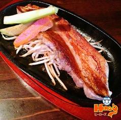 料理メニュー写真熟成スモーク豚バラステーキ(300g)