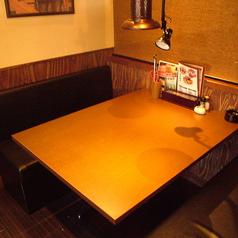 落ち着いた雰囲気のテーブル席をご用意★