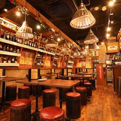 南部鉄酒場 豚バルBYO 塊 八重洲店の雰囲気1