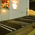 専用駐車場も9台完備。お車でもご安心してご来店ください。