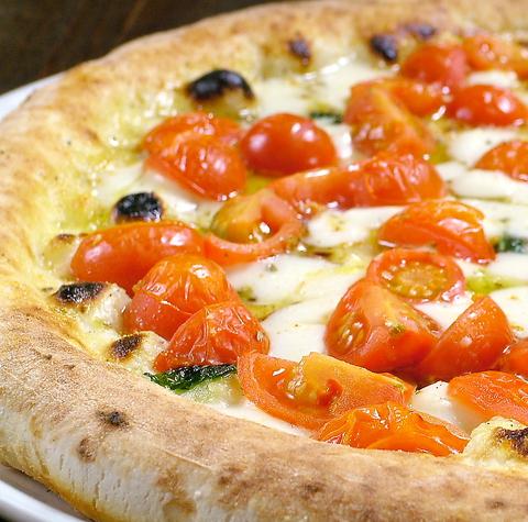 ピッツァ職人の技光る。『石窯』で焼き上げるピッツァは外はパリパリ&中はモチモチ♪
