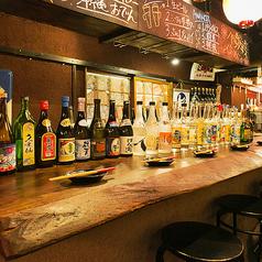 【2階カウンター席/~6名様】泡盛の暖簾やオリオンビールの提灯でお祭りのような雰囲気で、本格沖縄料理お楽しみいただけます。