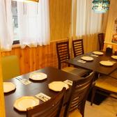 装飾がオシャレで窓際の席も人気♪人数に応じてお席をご用意致します!