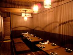 22名様収容ゆったり掘りごたつ席あり☆小倉駅から徒歩2分の好立地なので、会社でのご宴会や大人数の宴会にも対応しています!小倉で鍋食べるなら水炊き!福岡名物の水炊きを是非ご賞味下さい。ご宴会コースは飲み放題付き4980円~ご用意しております。