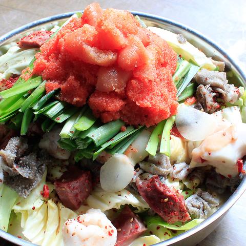 通も唸る「もつ福新橋」の名物もつ鍋と炙り肉刺しをどうぞご賞味ください