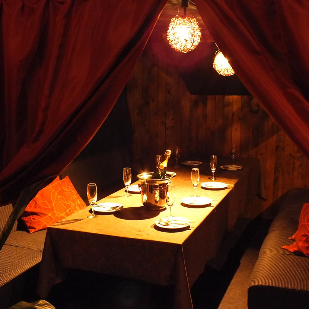 ロフト下空間のお席は半個室風。隠れ家的な雰囲気で合コンなどにもおすすめ。