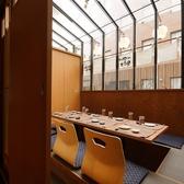 6名様までOKの掘りごたつ個室。天井の高い開放感のある空間です。