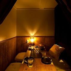 少人数用個室はご宴会の盛り上がりを妨げぬよう雰囲気づくりに力を入れております。商談や接待などでもご好評頂いております。サプライズサービスも用意しているので記念日などでもご活用頂けます。