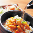 皆様にご賞味頂きたい名古屋コーチンまぶし飯は厳選した名古屋コーチンを贅沢に使用した〆ごはん!薬味と拘りの出汁で風味を楽しんで頂き、口の中で広がる名古屋コーチン独特のしっかりした歯ごたえと旨みもお楽しみ頂けます。丁寧に炊き上げた国産米に名古屋コーチンの濃い旨みが沁み込んだ当店自慢の逸品です。