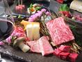 【三陸金華和牛はBMS12以上】BMSとは…ビーフ・マーブリング・スタンダードの略で、「脂肪交雑」を評価するための基準です。赤身の肉にどれだけサシ(霜降り)が入っているかを絵で示したものです。 牛肉のプロが一番気になるところで、12ランク中、No.12が最良です。BMS12とはつまり最高級の称号がついたお肉です。