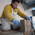 熟練の技術により造り上げられる薪窯。全ての工程を手作業で慎重に丁寧に作り上げます!