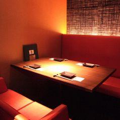 【個室 椅子席タイプ 2~6名様】居酒屋 楽蔵 品川港南口店では、「八海山」や「浦霞」など全国から厳選した日本酒を取り揃えております。寿司・焼き鳥などの和食料理と、こだわりの日本酒との相性は最高の一言です!是非ご賞味ください。