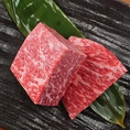 話題の塊肉や、すき焼きスタイルでお召し上がりいただく和牛すき焼き肉など、アレンジを聞かせた焼肉も食べ放題♪人気は厚切りハラミステーキや、イチボの塊ロックステーキ!。安いだけじゃない!上質なお肉をお手頃価格でご提供致しておりますので、皆様ご満足いただける食べ放題内容です!渋谷東急本店前すぐそばです!
