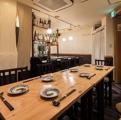 お酒を片手に和食をゆったりと味わう、贅沢なひととき。
