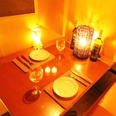 お二人の距離がギュッと近くなるカップルシートは大人気!近すぎず遠すぎず絶妙な席幅となっております♪誕生日や記念日にはサプライズ特典もございますので誕生日デートや大切な記念日にもオススメです☆(秋葉原 個室 居酒屋 肉バル 食べ放題 飲み放題 宴会 女子会 誕生日)