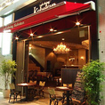 【エントランス】…赤いテントが目印の「Kobekan(神戸館)」は、毎日17時OPEN!皆様のご来店を心よりお待ちしております♪