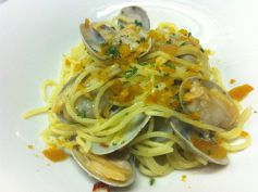料理メニュー写真アサリとボッタルガのペペロンチーノ