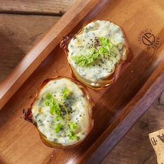 料理メニュー写真オニオン&ブルーチーズのロースト