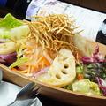 料理メニュー写真根菜たっぷりの大根サラダ