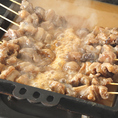 牛すじを串に刺し、西京味噌がベースのタレで味付けたどて焼き。