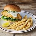 【タルタルフィッシュバーガー】さっくりと揚げた鱈と甘酸っぱい生姜風味の特製タルタルとの相性は抜群◎是非ご賞味ください♪