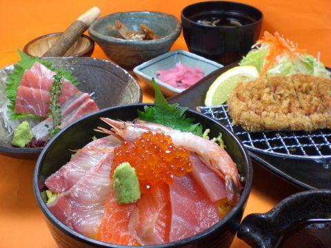 和食の定番メニューから旬の食材を使った季節限定メニューまでご用意しています。